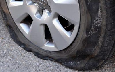 Kako reagirati u slučaju puknute gume?