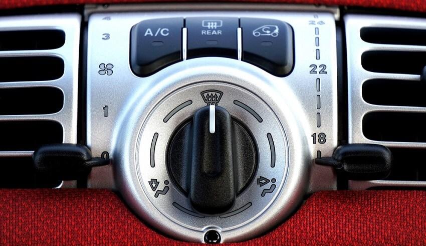 Upravljačka ploča za klimu u automobilu