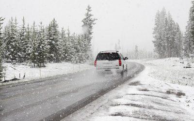10 stvari koje morate imati u autu za vrijeme zimskih putovanja!